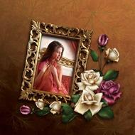 Золотая рамка из розами равно золотистой каемкой